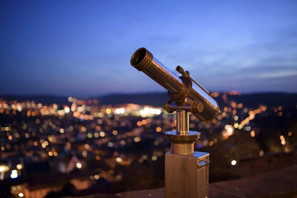 website16_leadership_consulting_telescope_iStock_60563124_1400x (1)
